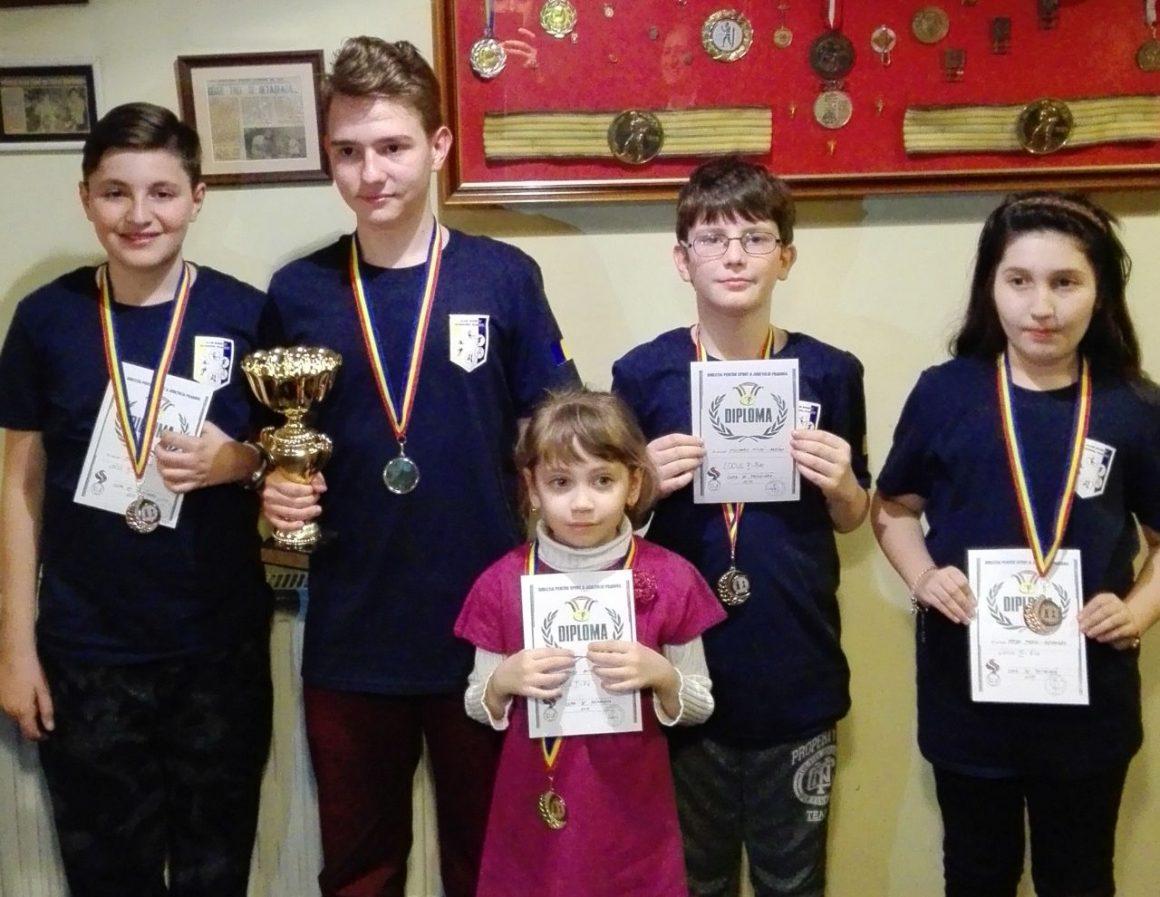 """Şahiştii de la CSM Ploieşti, nouă medalii la """"Cupa de Primăvară""""!"""