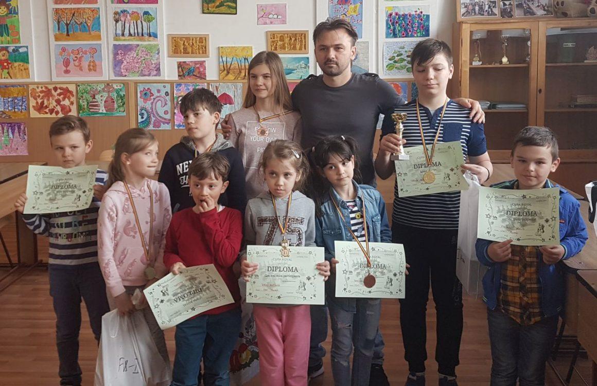 """Şahiştii de la CSM Ploieşti, 6 medalii la """"Cupa Royal""""!"""