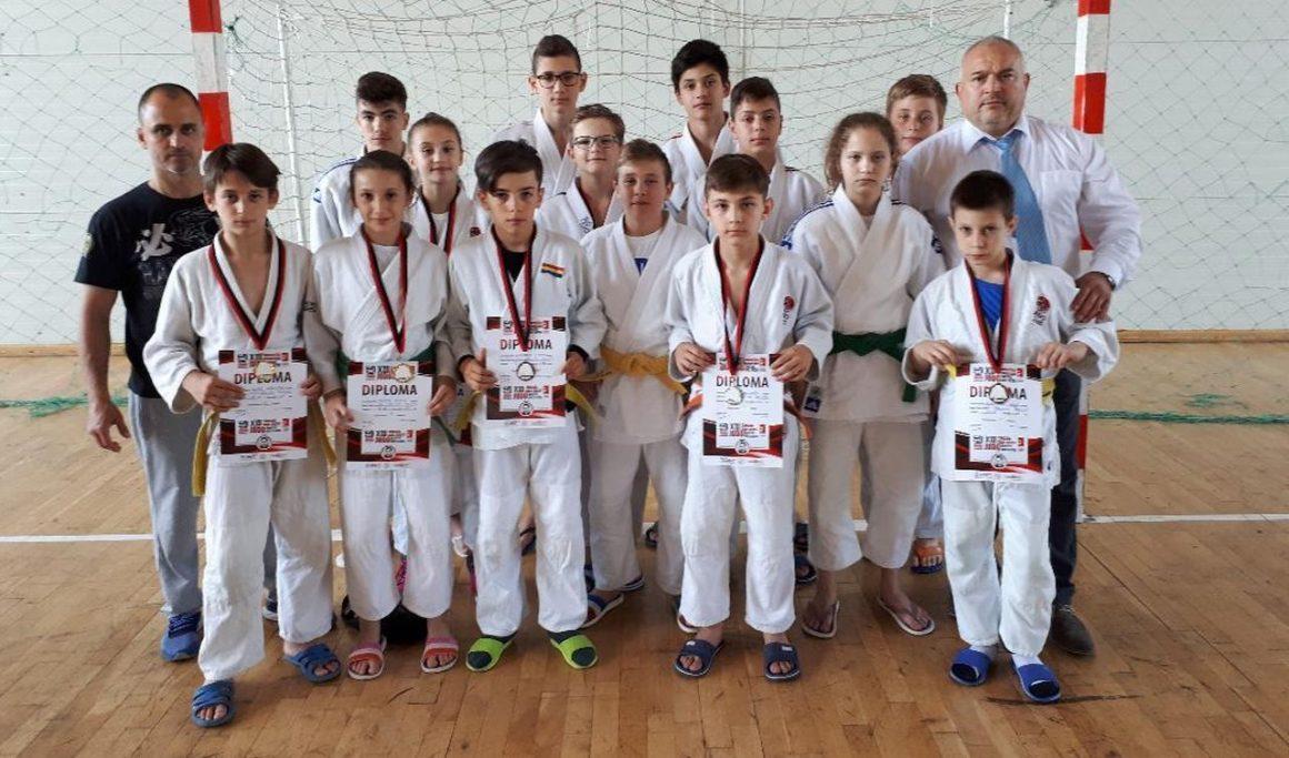"Micii judoka de la CSM-CFR-CSŞ Ploieşti, 16 medalii la Memorialul ""Tanczos Gaal Jozsef""!"
