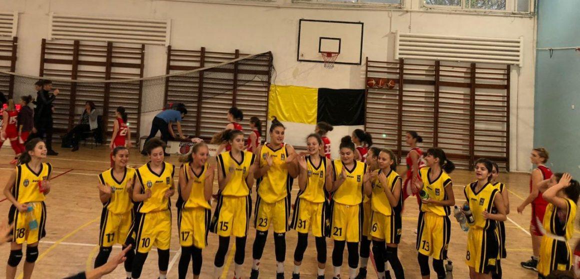"""Start promiţător pentru echipa de baschet fete """"U15"""": două victorii şi un eşec în primul turneu!"""