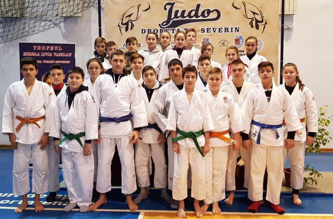"""Judoka de la CSM-CFR-CSŞ Ploieşti, 15 medalii la """"Cupa Severinului""""!"""