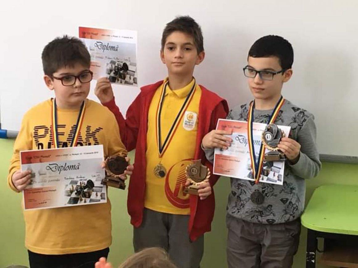 """Şahiştii de la CSM Ploieşti, 5 medalii la Cupa """"CSU Ploieşti""""!"""
