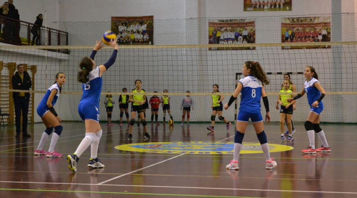 Echipa de minivolei fete, învinsă la Turneul semifinal 2 al campionatului