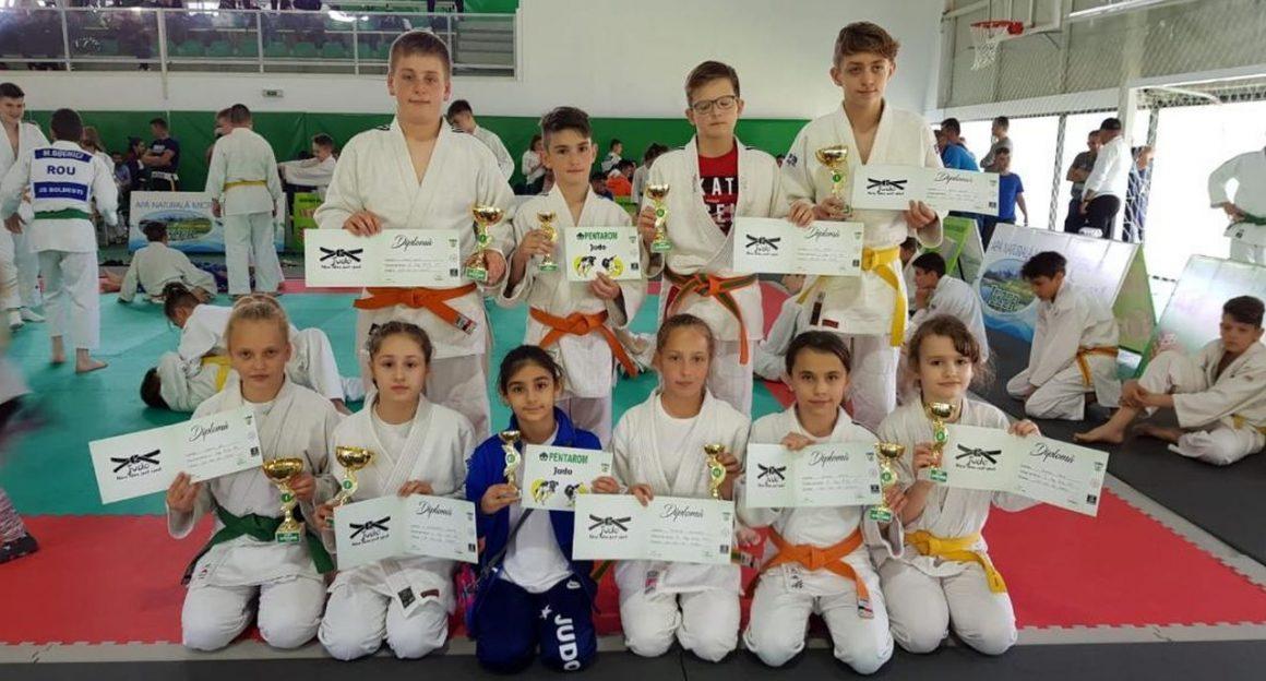 """Judoka de la CSM-CFR-CSŞ Ploieşti, 23 de medalii cucerite la Turneul """"Alina Dumitru""""!"""
