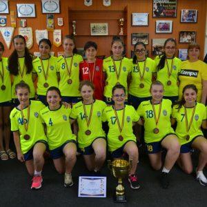 Medaliată cu bronz, echipa de handbal junioare 4 a fost premiată de conducerea clubului!