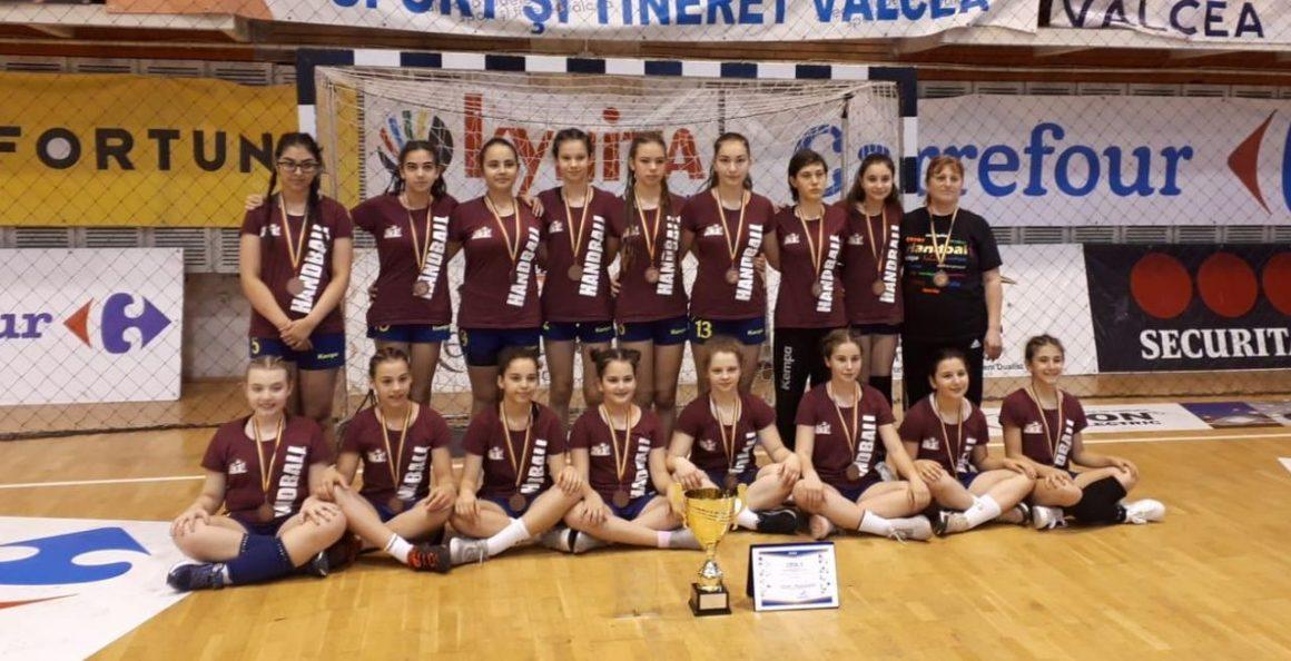 Echipa de handbal junioare 4 a CSM Ploieşti, medaliată cu bronz la Turneul final de la Vâlcea!