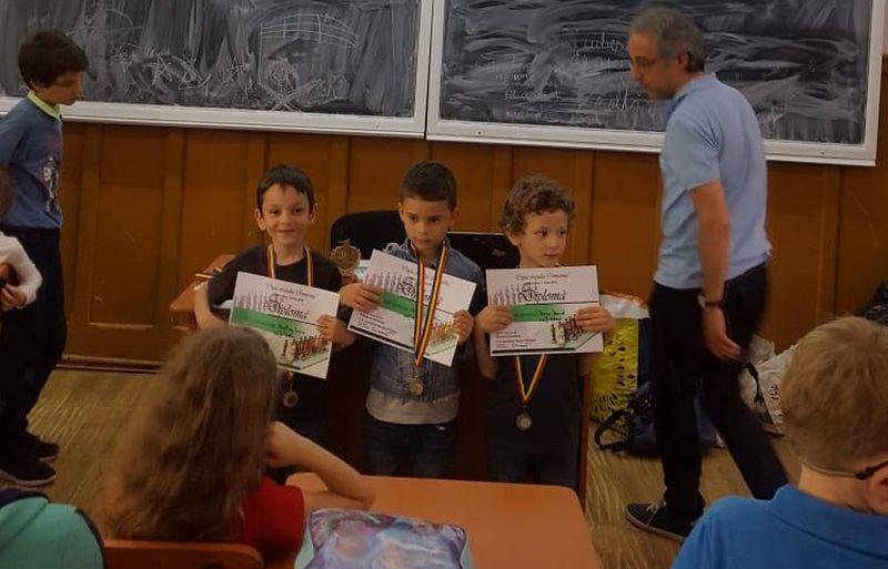 """Şahiştii de la CSM Ploieşti, 3 medalii la """"Cupa Oraşului Comarnic""""!"""