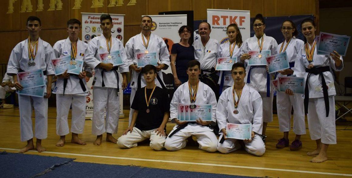 Sportivii de la CSM Ploieşti, 20 de medalii la Campionatului Naţional de Karate Fudokan!