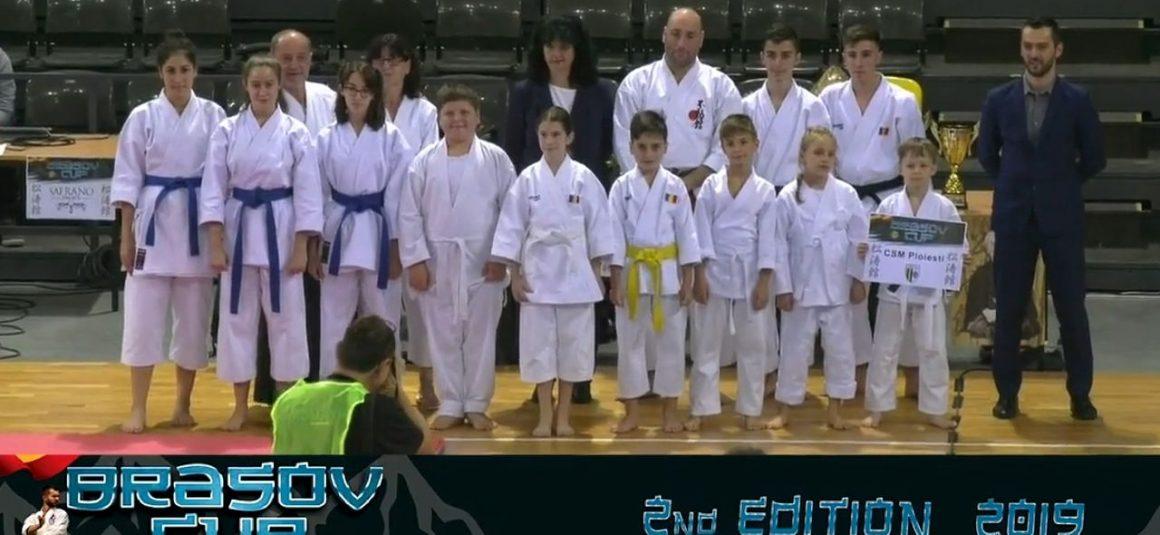 """Sportivii secţiei de karate, 29 de medalii obţinute, în weekend, la """"Cupa Braşovului""""!"""