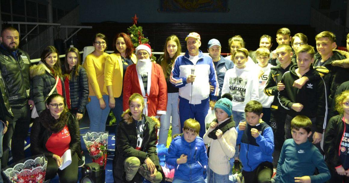 Moş Crăciun a venit cu daruri pentru boxerii de la CSM Ploieşti!