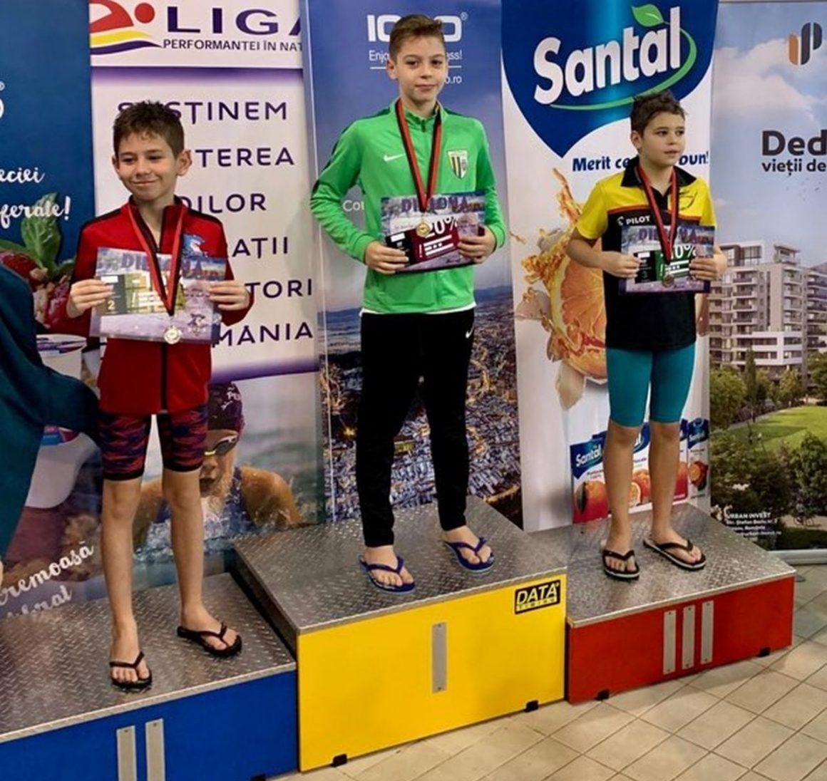 """Înotătorii de la CSM Ploieşti, 11 medalii obţinute la Cupa """"Moş Hyperion""""!"""