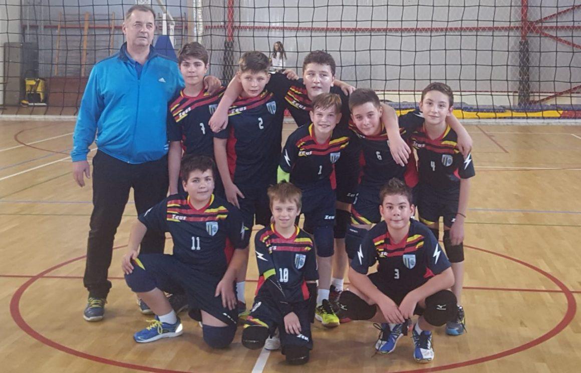 Echipa de minivolei băieţi a CSM Ploieşti, două victorii obţinute în turneul de la Buzău!