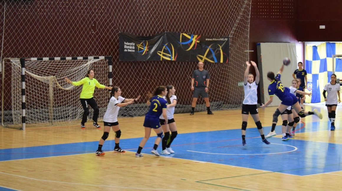 Handbal: weekend cu 3 înfrângeri, dar şi o calificare în faza zonală a campionatului J4!