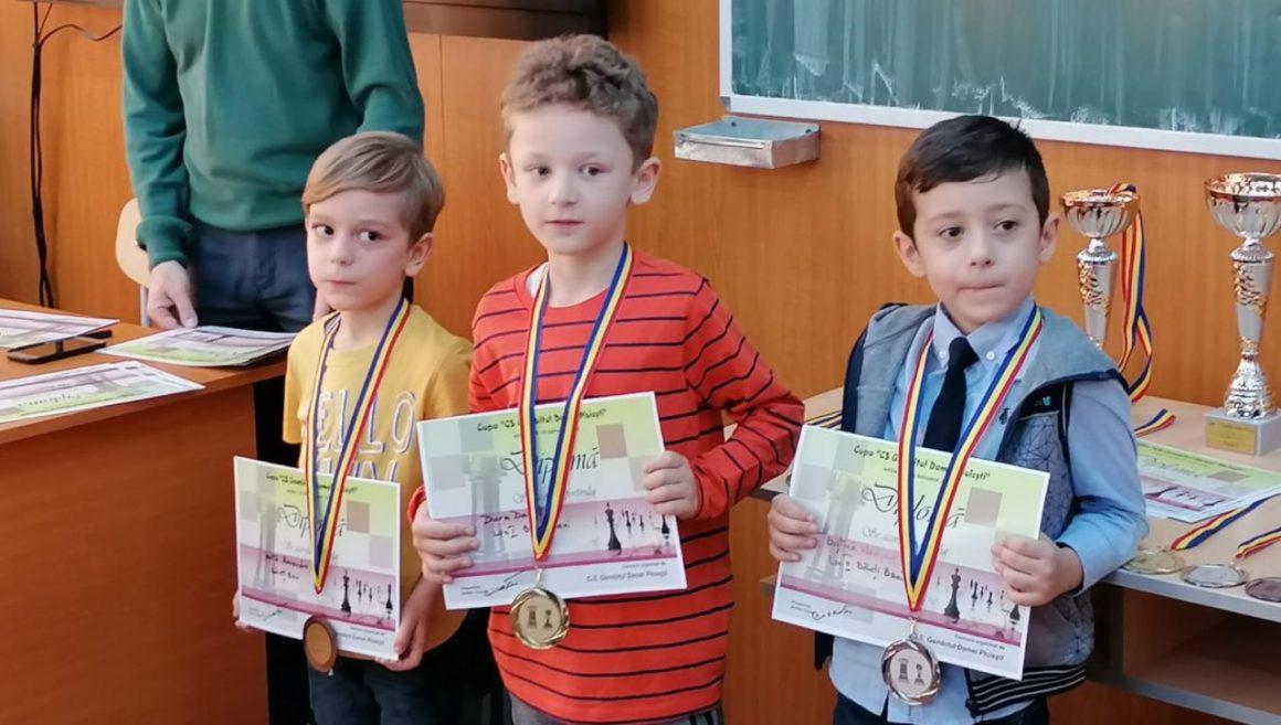 """Şahiştii de la CSM Ploieşti, 4 medalii la Cupa """"CS Gambitul Damei"""" Ploieşti!"""