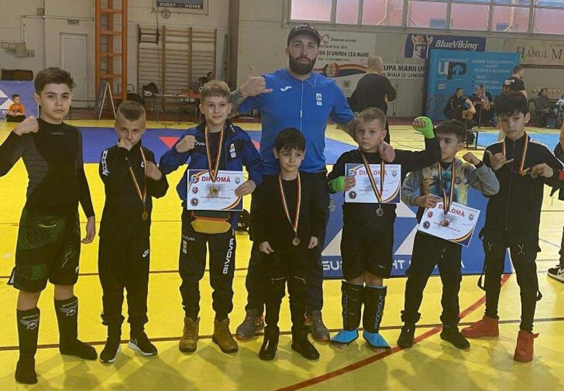 Sportivii secţiei de Sambo a CSM Ploieşti vin cu 19 medalii de la Săcele!