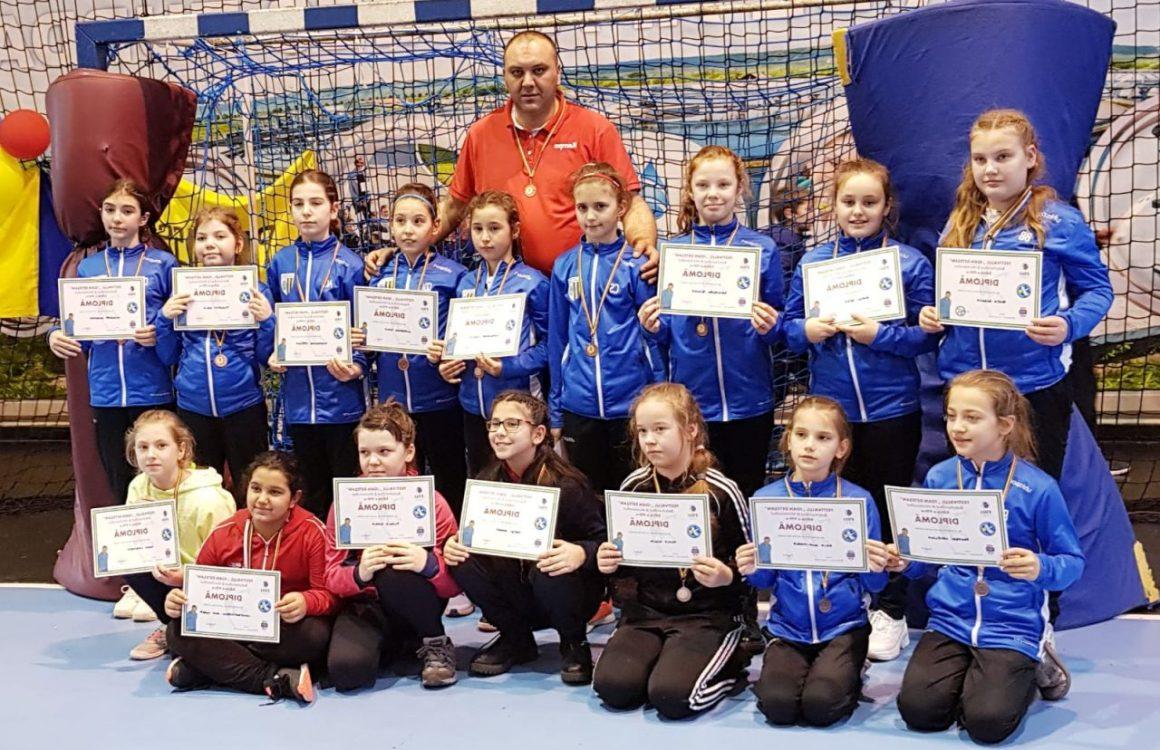 """Echipa de minihandbal fete a participat, în weekend, la Festivalul """"Ioan Deteşan"""""""