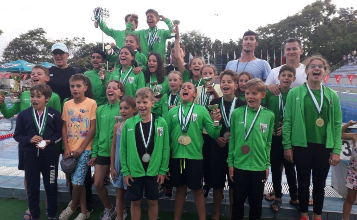 """Înotătorii de la CSM Ploieşti, 80 de medalii obţinute la """"Aton Cup"""", de la Varna!"""