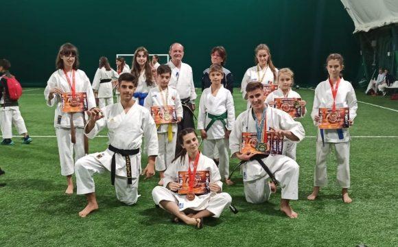 Sportivii de la CSM Ploieşti, 9 medalii obţinute la Cupa oraşului Tecuci la Karate Tradiţional!