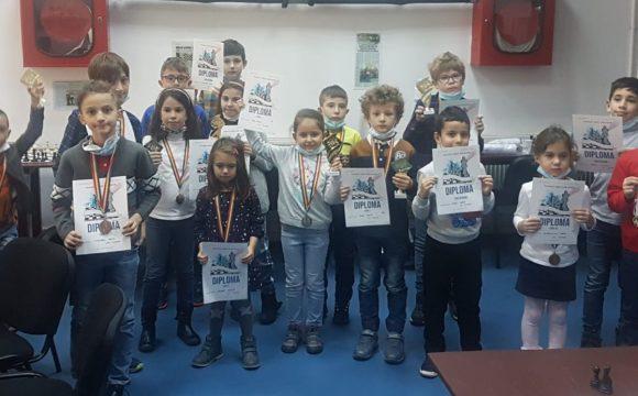 Weekend cu 14 medalii pentru şahiştii de la CSM Ploieşti!