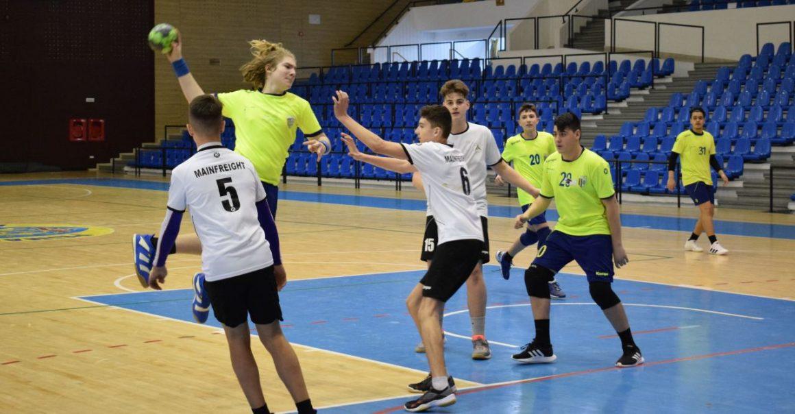 Handbal, juniori 3: turneu aproape perfect pentru băieţi – 3 victorii şi doar două reprize cedate!