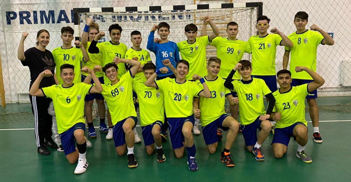 Handbal: prima victorie pentru juniorii 2 în turneul de la Moreni: 27-26 cu CSŞ Ploieşti!