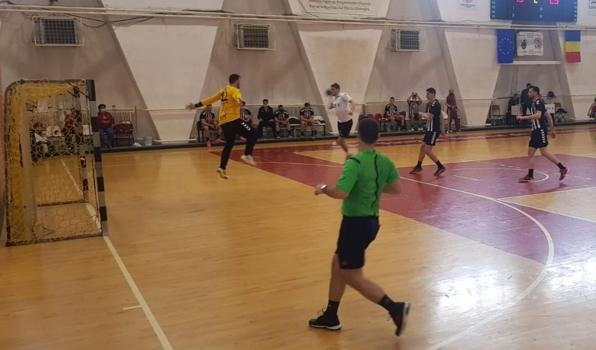 """Eşec cu """"U"""" Cluj şi echipa de handbal seniori va lupta pentru locurile 5-8 ale Diviziei A"""