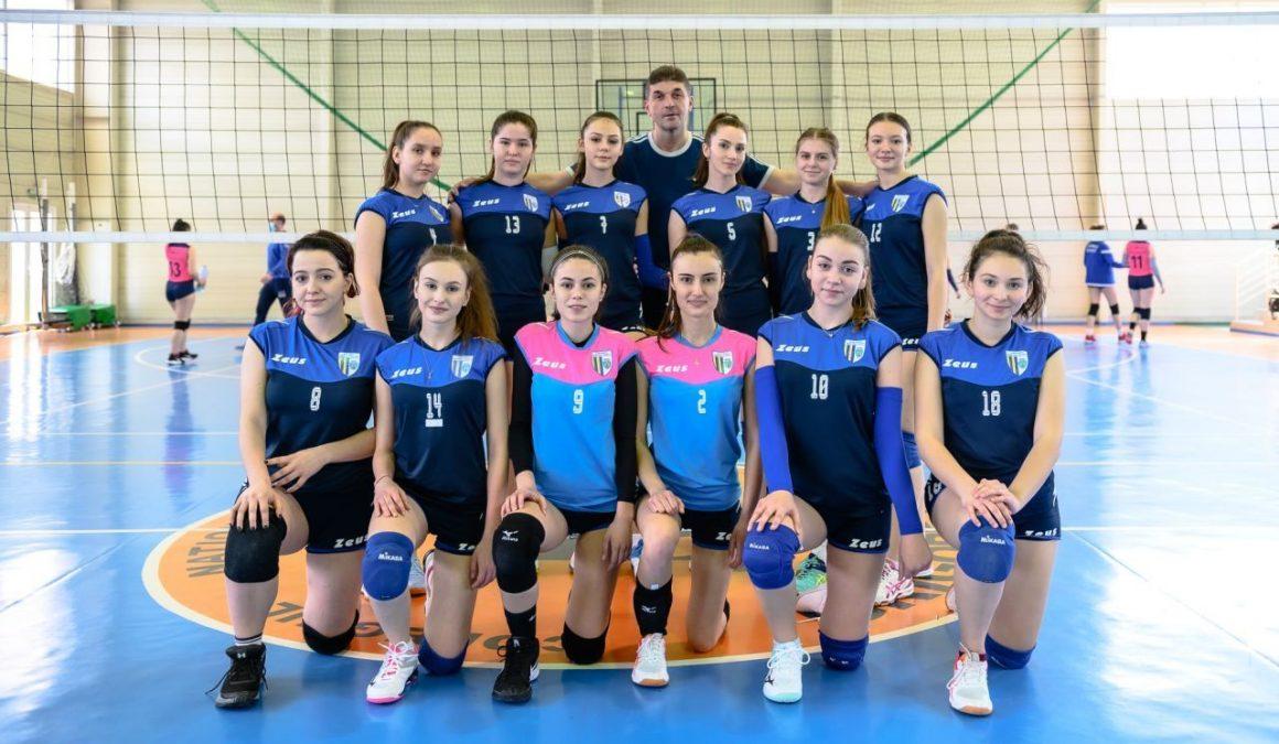 Echipa de volei junioare, învinsă în primul turneu stagional, de la Braşov