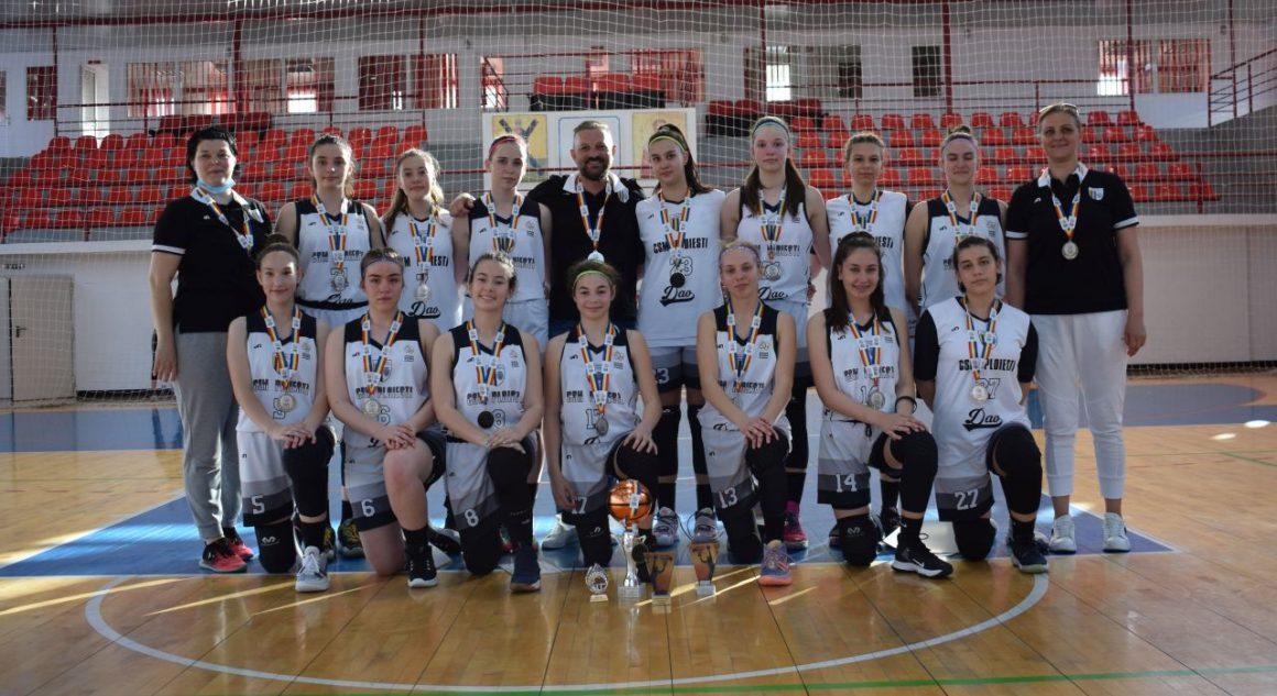 """Echipa de baschet fete """"U15"""" a CSM Ploieşti este vicecampioană naţională!"""