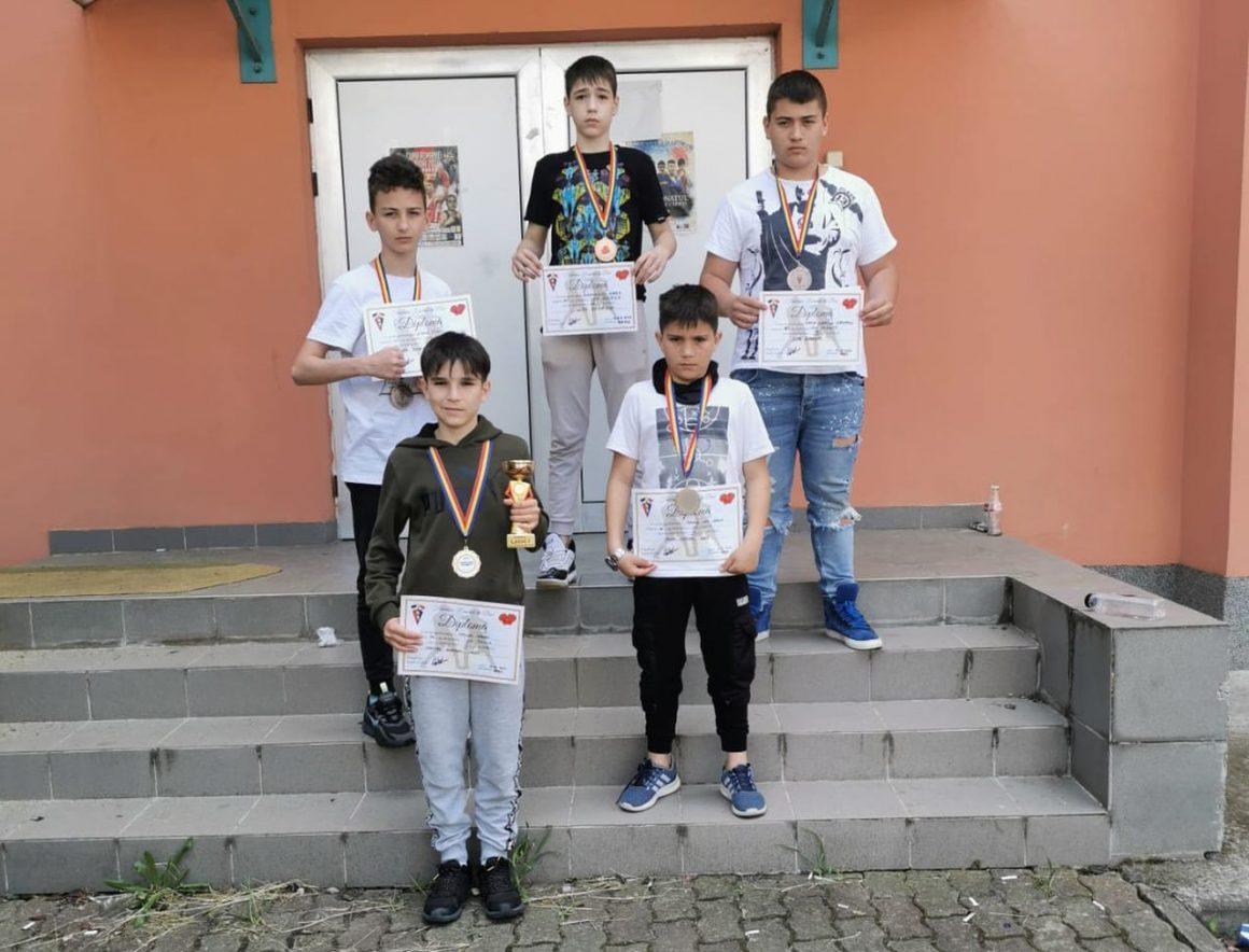 Boxerul Andrei Virson, medaliat cu aur la Cupa României pentru Cadeţi!