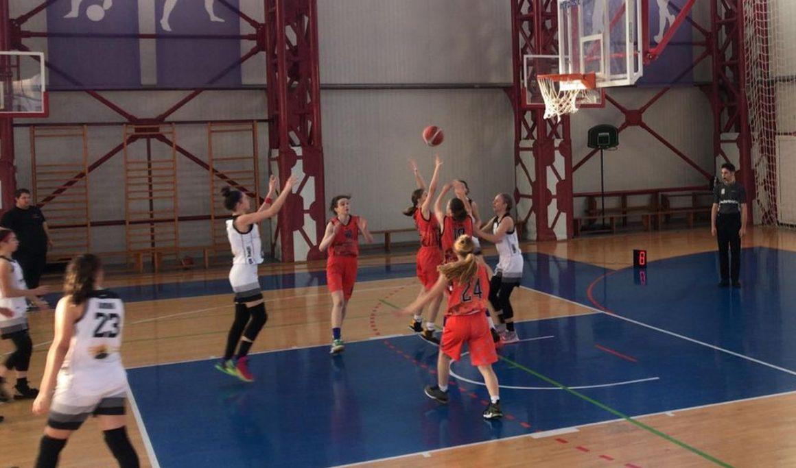 """Echipa de baschet fete """"U15"""" luptă, mâine, cu Sepsi, în semifinalele campionatului naţional!"""