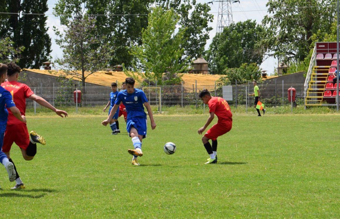 Final de sezon pentru echipele de fotbal juniori U19 şi U17 ale clubului