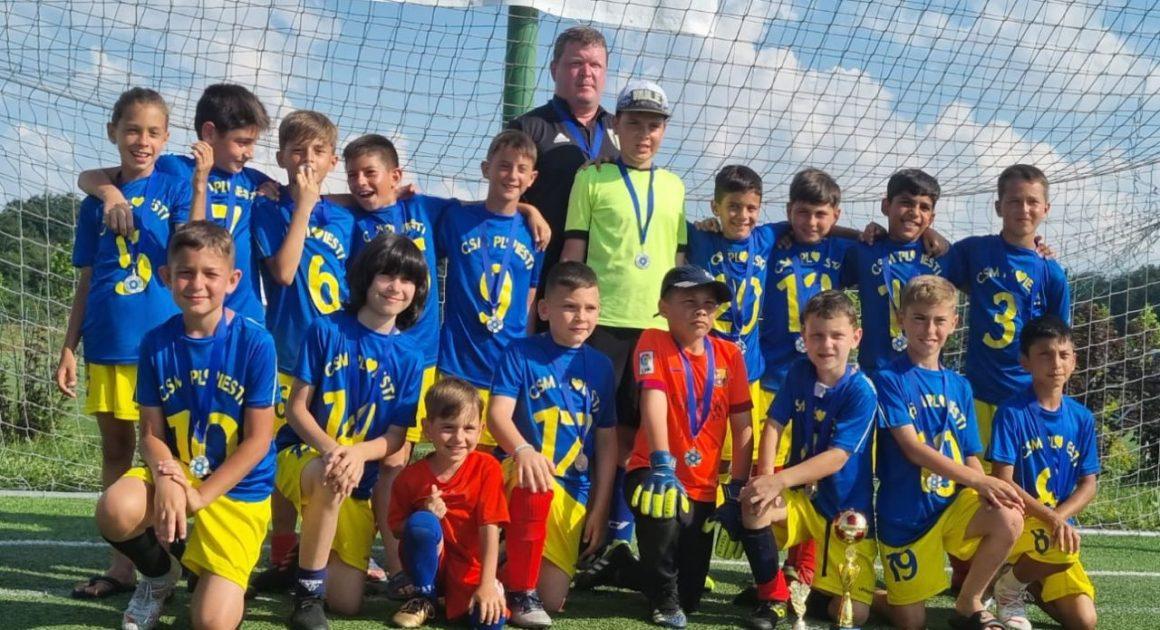 """Echipa de fotbal """"2011"""" a CSM Ploieşti, pe locul al 3-lea la """"Kids Stars Cup""""!"""