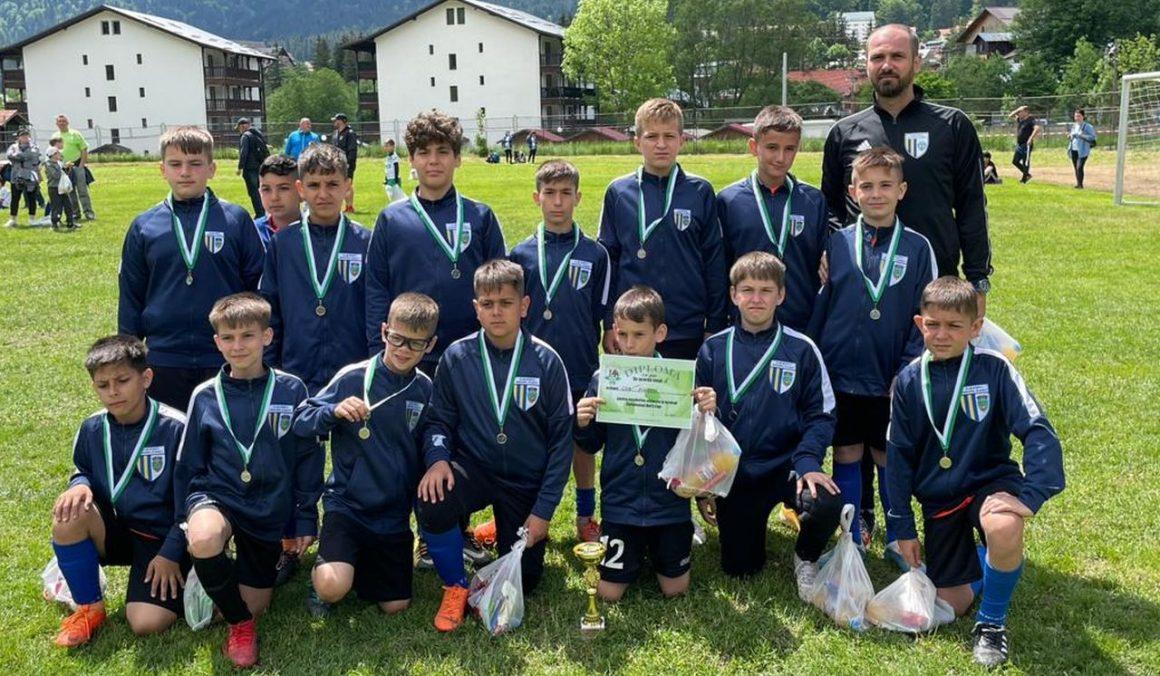 """Echipa de fotbal """"2010"""" a CSM Ploieşti, pe locul al 2-lea la """"Caraimanul Kid's Cup""""!"""