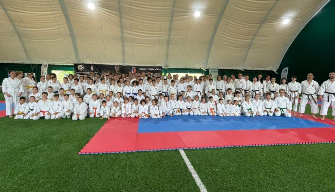 """Sportivii secţiei de karate, 18 medalii obţinute la Cupa """"Neko-Me"""" Tecuci!"""