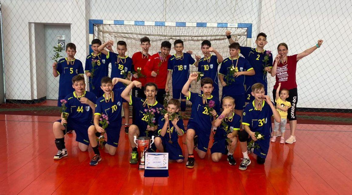 Echipa de handbal juniori IV a CSM Ploieşti, medaliată cu bronz la Turneul Final al campionatului!