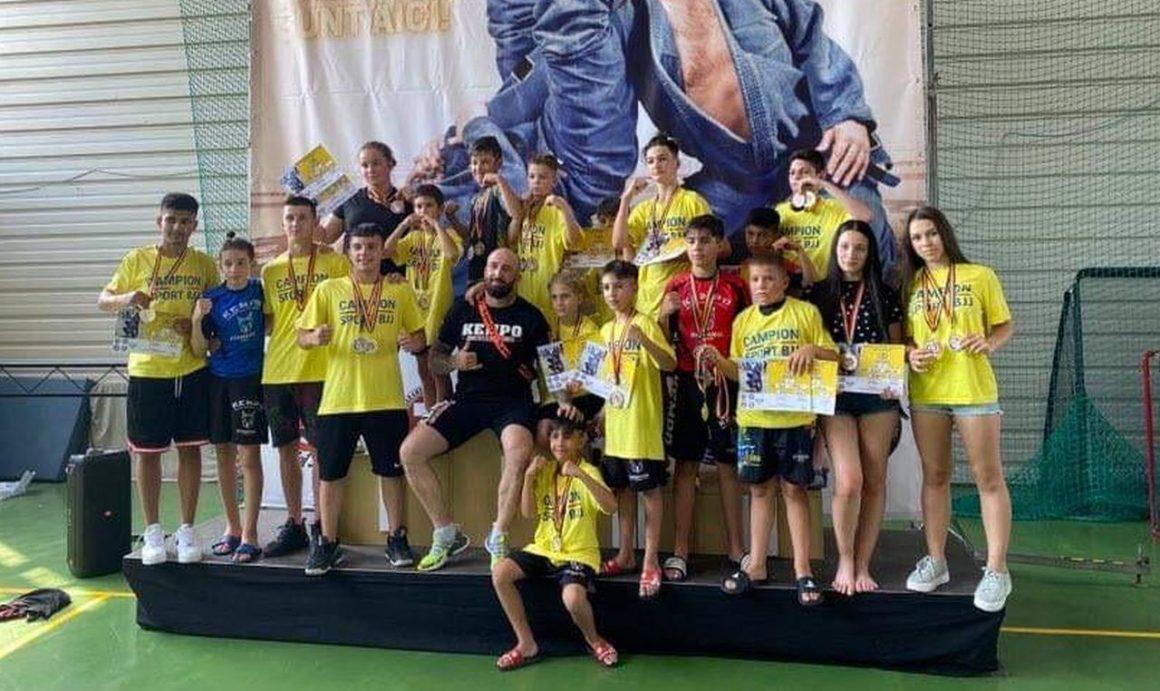 """Sportivii secţiei de kempo vin cu 30 de medalii de la Campionatul Naţional de BJJ """"U18""""!"""