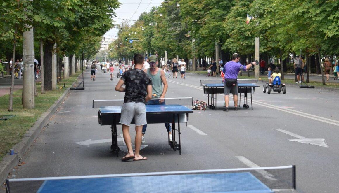 """Demonstraţii de handbal, patinaj viteză şi karate la acţiunea """"Weekend pe Bulevardul Castanilor""""!"""