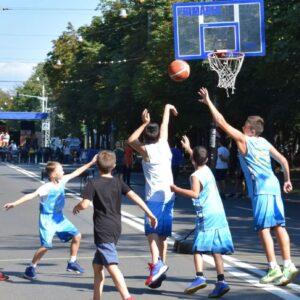 """Demonstraţii de baschet şi handbal la acţiunea """"Weekend pe Bulevardul Castanilor""""!"""