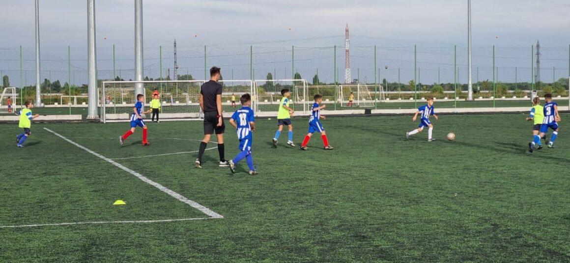 Fotbal: juniorii mici au debutat cu victorii la scor în Campionatul Judeţean!