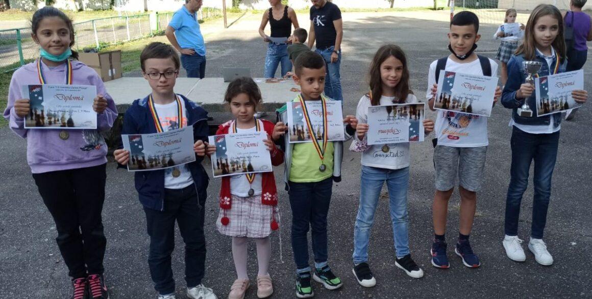 """Şahiştii de la CSM Ploieşti, 9 medalii obţinute la Cupa """"CS Gambitul Damei""""!"""