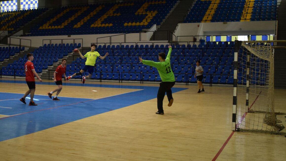 Două meciuri, două victorii, pentru echipele de handbal juniori ale CSM Ploieşti!